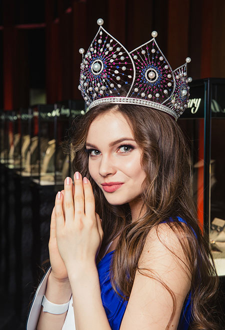 Cô đang là sinh viên năm thứ nhất khoa Báo chí của Đại học Chuvash.
