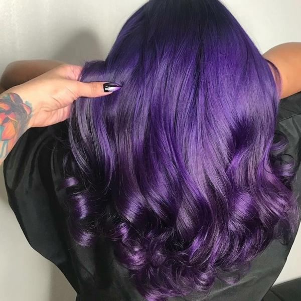 Màu tím sáng Tone màu tím rất được ưa chuộng trong mùa hè năm nay. Màu tóc chất chơi này hợp với những nàng muốn có một mùa hè nổi loạn.