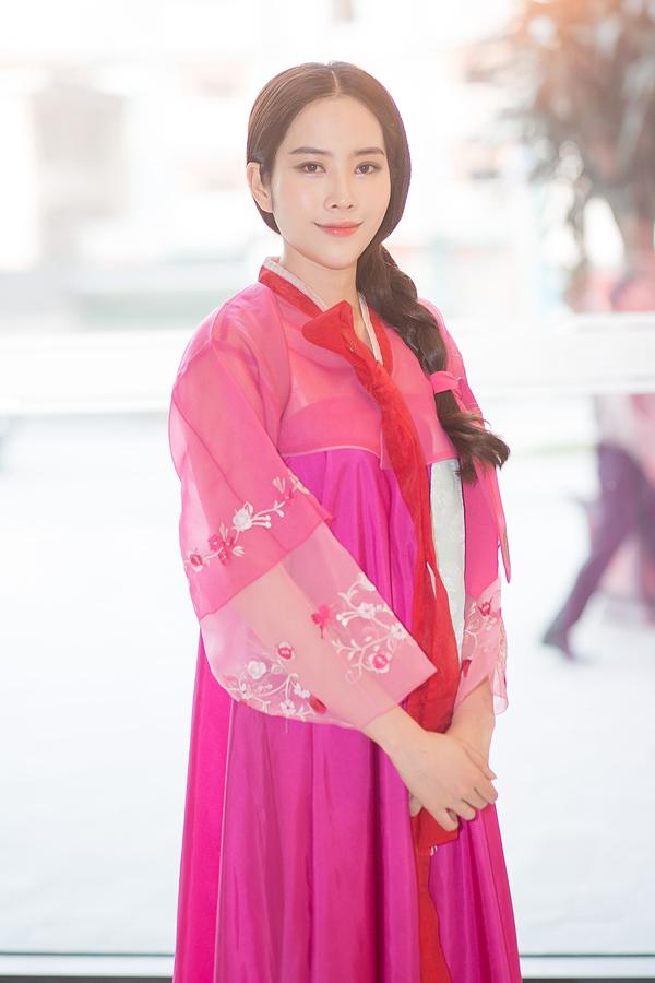 Sau một tháng im ắng, tối 16/4, Nam Em lần đầu dự sự kiện. Cô xuất hiện trong event của một hãng xe hơi tại thành phố Ninh Bình.