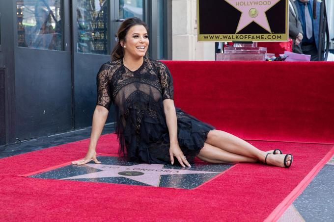 Eva Longoria bế bụng bầu tới lễ gắn sao trên Đại lộ Danh vọng Hollywood - ảnh 2