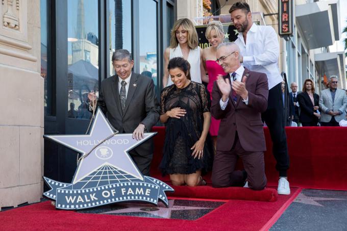 Eva Longoria bế bụng bầu tới lễ gắn sao trên Đại lộ Danh vọng Hollywood - ảnh 3