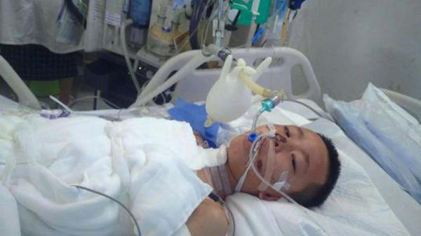 Jin Ming Li đang được chăm sóc trong khu chăm sóc tích cực của bệnh viện ở Tam Á, đảo Hải Nam. Ảnh: SCMP