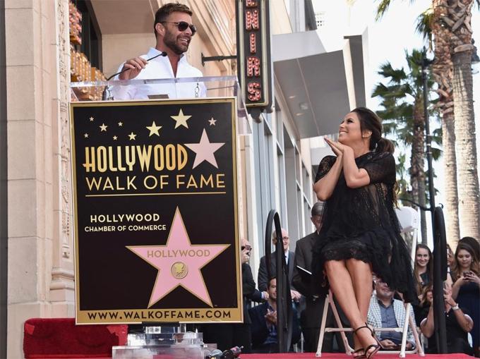Eva Longoria bế bụng bầu tới lễ gắn sao trên Đại lộ Danh vọng Hollywood - ảnh 4