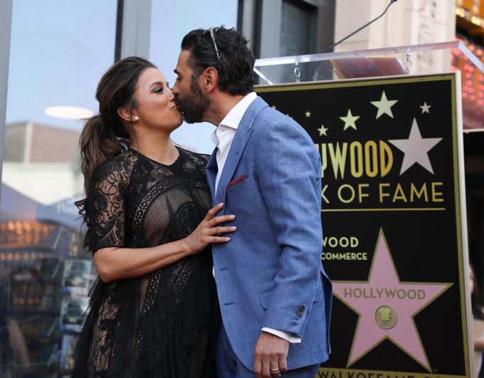 Eva Longoria bế bụng bầu tới lễ gắn sao trên Đại lộ Danh vọng Hollywood - ảnh 6