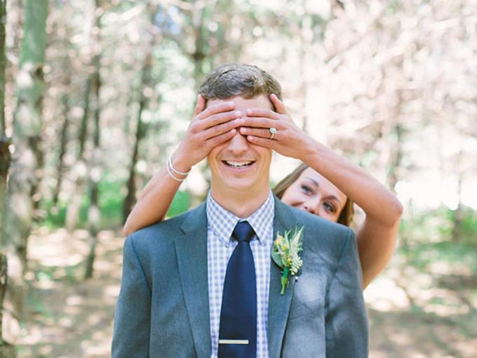14 cách tạo dáng giúp cô dâu chú rể có những bức ảnh xuất thần