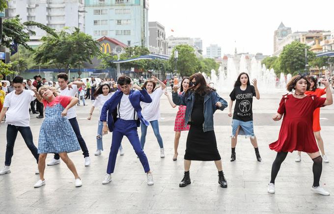 Trường Giang, Trấn Thành bung xõa hết mình trên phố đi bộ.
