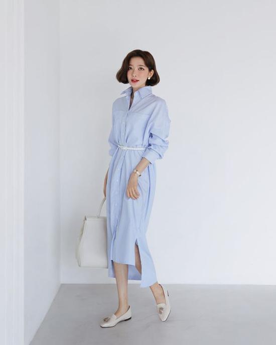 Dưới nắng hè oi ả, diện đầm sơ mi kiểu cổ điển với những sắc màu thanh nhã như xanh thiên thanh, trắng là phong cách được phái đẹp châu Á ưa chuộng.