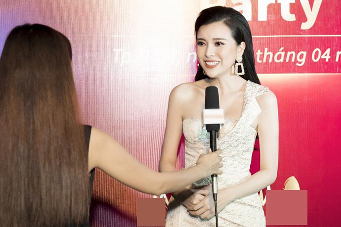Tại sự kiện, khi được hỏi về bí quyết giữ dáng, Cao Thái Hà cho biết cô chịu khó ăn kiêng và tập gym một tuần 3 buổi.