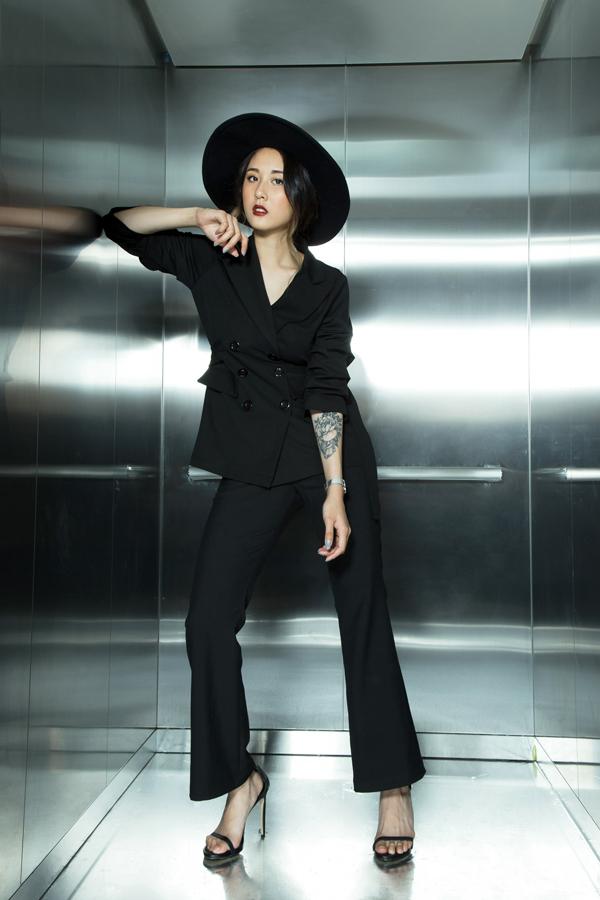 Vest và suit là những món đồ đang được các người đẹp Việt săn lùng ở mùa mốt mới. Chính vì thế các thương hiệu trong nước đã nhanh chóng tung ra thị trường nhiều mẫu mã sản phẩm đa dạng.
