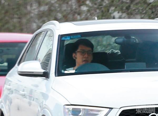 Trần Trí Sâm đưa đón bà bầu Tống Hy Niên mỗi ngày.