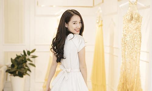 Nhã Phương háo hức thử trang phục cho show diễn của Lê Thanh Hoà