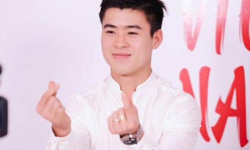 Cầu thủ U23 Duy Mạnh chúc mừng sinh nhật Ngoisao.net