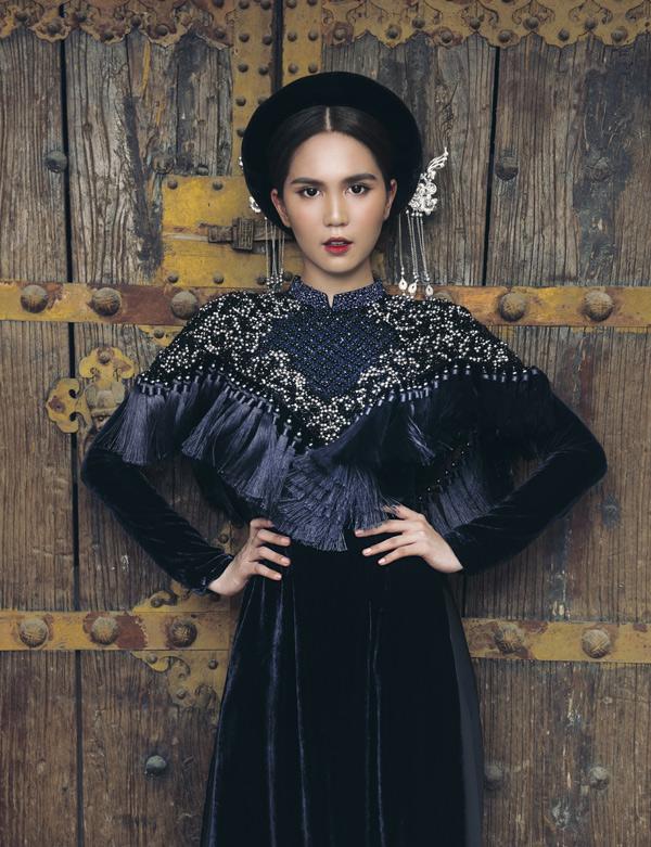 Bộ sưu tập áo dàiHeritage được may chủ yếu bằng chất liệu vải nhung tuyết tôn vẻ sang trọng cho phái đẹp.
