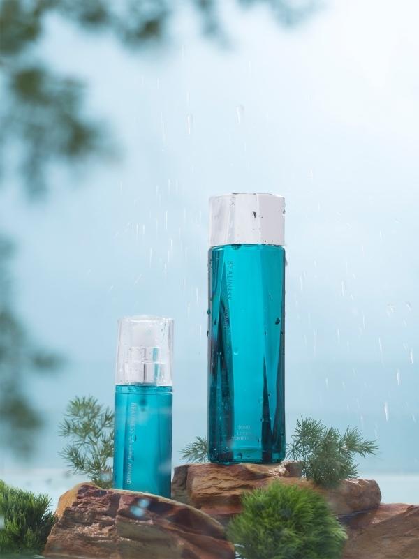 Hai bảo bối này chính là Khoáng dưỡng da Beauness S và Xịt khoáng Beauness Spa Shower của Menard  thương hiệu mỹ phẩm đồng hành cùng VIFW. Với ưu điểm chứa 100% khoáng chất thiên nhiên giúp da khỏe mạnh từ sâu bên trong, đồng thời giữ lớp trang điểm suốt cả ngày.