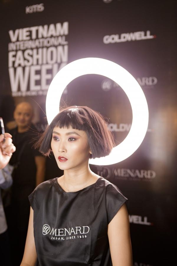 Cận cảnh làn da trong suốt, chân thật của người mẫu trình diễn trong đêm mở màn của NTK Công Trí