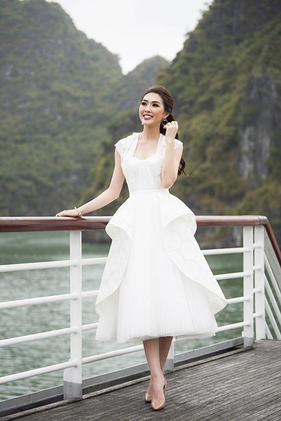 Tường Linh khoe nét khả ái với thiết kế váy