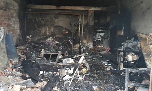 Ba mẹ con tử vong trong căn nhà cháy rụi