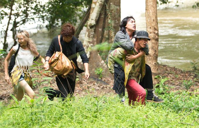 Các diễn viên Huy Khánh, Kiều Minh Tuấn, Song Luân và Nene trải qua thời gian quay phim vất vả ở rừng núi Tây Nguyên trong hơn 1 tháng.