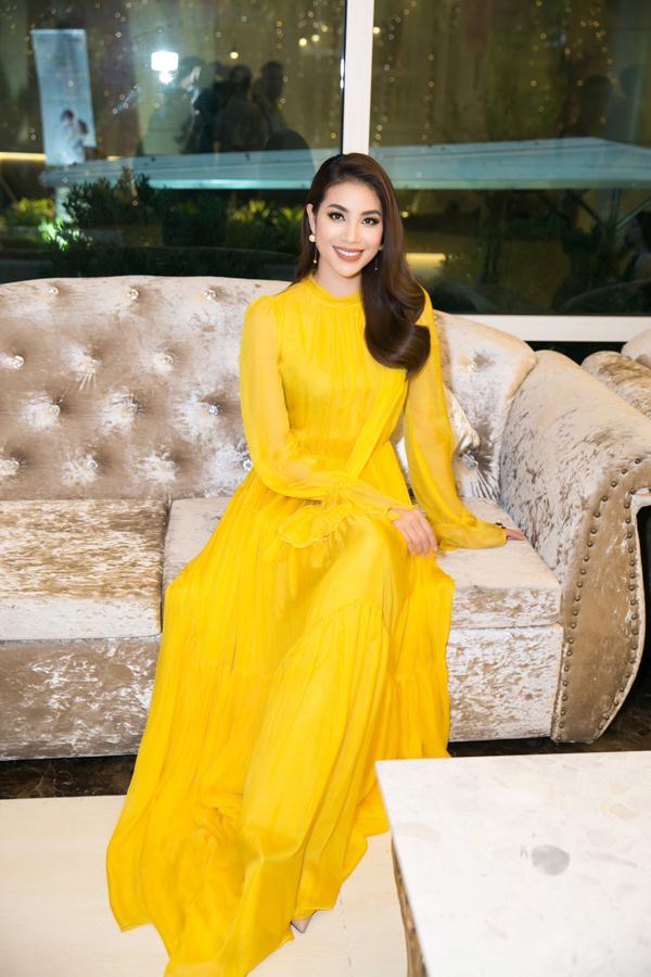 Sau khi kết thúc nhiệm kỳ Hoa hậu Hoàn vũ Việt Nam, Phạm Hương vẫn hoạt động hết công suất để khẳng định năng lực bản thân.
