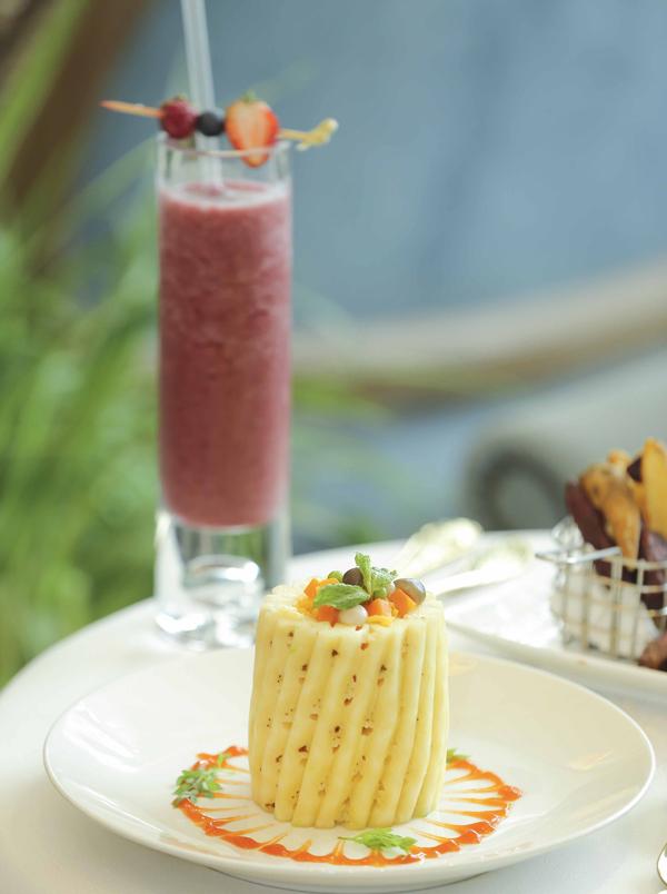 Nhà hàng còn phục vụ các loại món ăn chay đặc biệt từ các loại nguyên liệu sạch.
