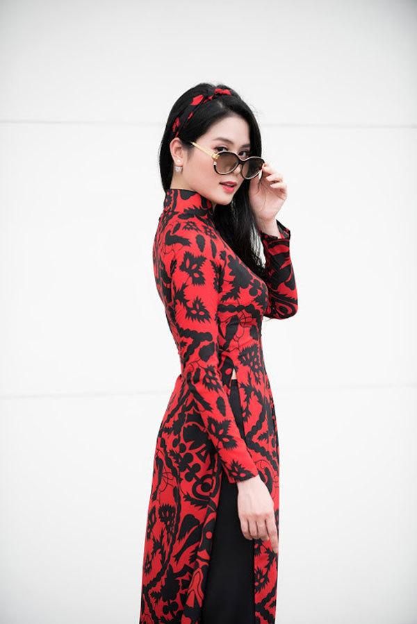 Áo dài họa tiết cho quý cô dạo phố