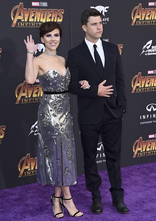 Scarlett được bạn trai mới hộ tống tới sự kiện.