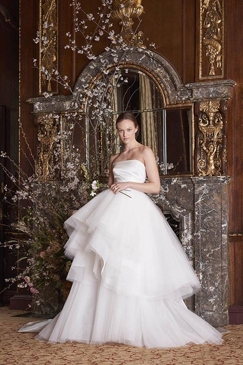 Mẫu váy của nhà thiết kế gốc Á Monique Lhuillier.