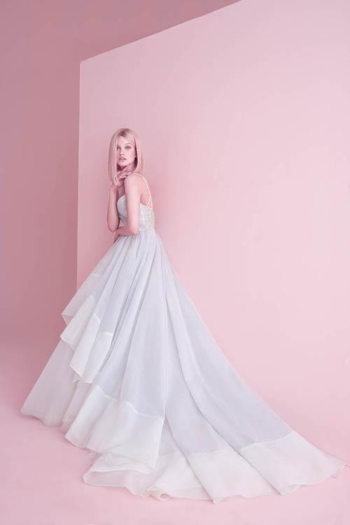 Xu hướng váy cưới phá cách và ngẫu hứng - 7