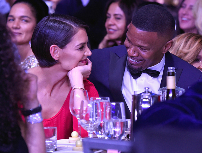 Cặp sao rạng rỡ bên nhau tại tiệc tiền Grammy.