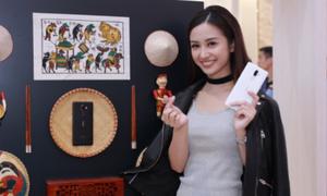 'Nàng thơ' Jun Vũ bật mí chiếc điện thoại gắn bó suốt thời đi học
