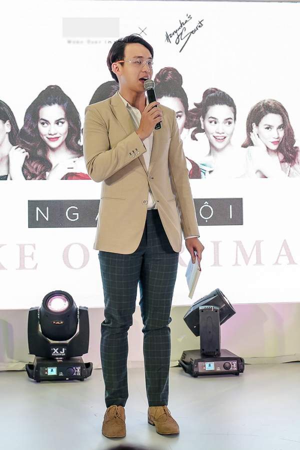 MC Quang Bảo đồng hành trên sân khấu cùng Hồ Ngọc Hà.