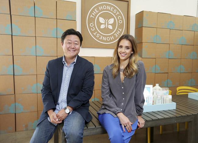 Jessica Alba và Brian Lee,đồng sáng lập công ty Honest. Ảnh: Fortune