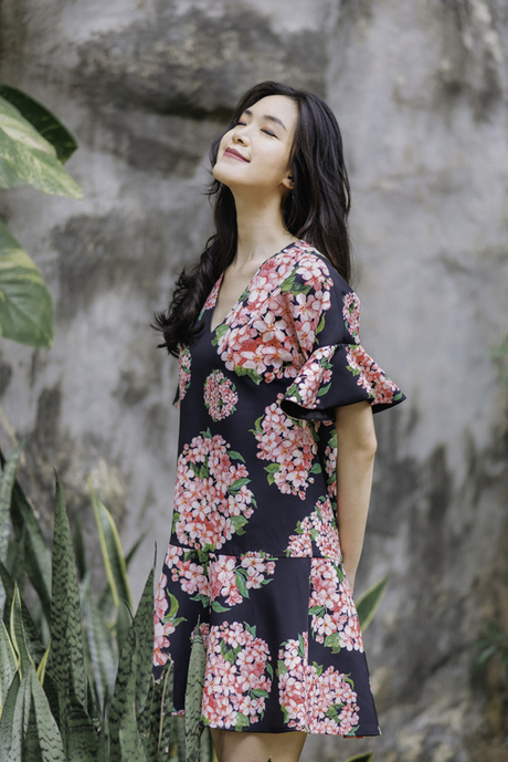 Bộ ảnh được thực hiện với sự hỗ trợ của nhiếp ảnh Katsu Phương, trang điểm Vi Tran.