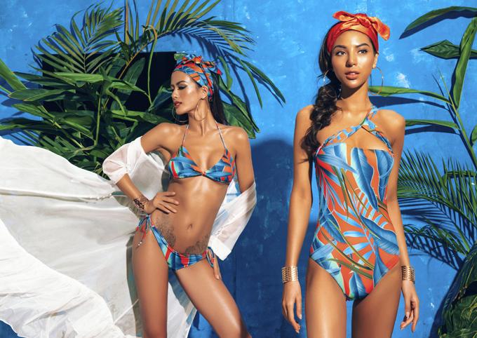 Họa tiết cây lá với màu sắc đặc trưng của những khu rừng nhiệt đới tiếp tục được khai thác trên các kiểu áo tắm liền thân, áo tắm hai mảnh kiểu dáng hợp mốt.
