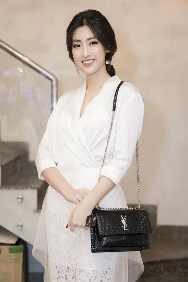 Hoa hậu Đỗ Mỹ Linh tới ủng hộ Diệp Lâm Anh phát triển kinh doanh.