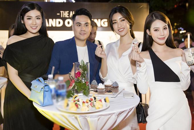 Hoa hậu thế giới người Việt tại Australia Jolie Nguyễn là bạn thân chung nhóm với Diệp Lâm Anh, Kỳ Duyên. Do bận ghi hình gameshow nên Kỳ Duyên vắng mặt.