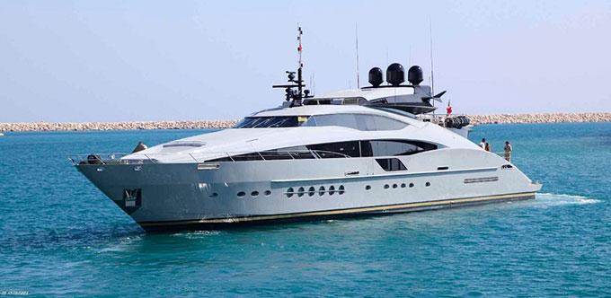 Siêu du thuyền của nhà thiết kế thời trang Calvin Klein thường được trông thấy ở bãi biển Cannes nước Pháp vào mỗi mùa liên hoan phim. Calvin luôn chủ trì những bữa tiệc xa hoa mời các ngôi sao nổi tiếng tham dự trong suốt sự kiện kéo dài hơn 1 tuần ở Cannes.