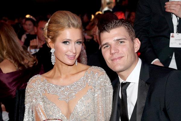 Paris giờ đang hạnh phúc bên vị hôn phu Chris Zylka.