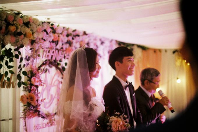 Đó là cặp đôi kiến trúc sư Trần Hoàng Nam và Nguyễn Vân Anh (sinh năm 1992), hiện sinh sống ở Minh Khai, Hà Nội. Đôi trẻđã có 4 năm tìm hiểu nhau trước khi về chung một nhà vào ngày 25/4 vừa qua bằng dàn xe cổ đắt giá.