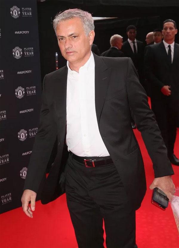 HLV Mourinho bảnh bao tới dự buổi lễ của đội, được tổ chức ở sân Old Trafford.
