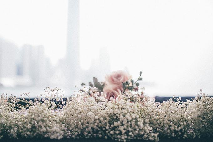 Những khóm hoa baby trắng là điểm nhấn duyên dáng cho sảnh tiệc cưới.