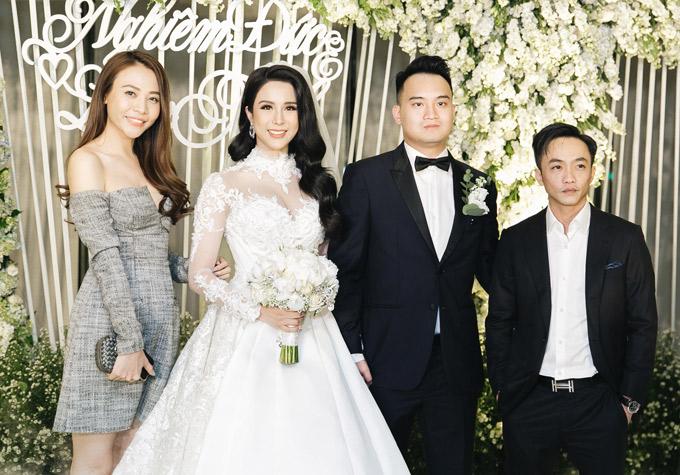 [Caption]Diệp Lâm Anh và ông xã Nghiêm Đức rạng rỡ hạnh phúc trong tiệc cưới tiền tỷ.