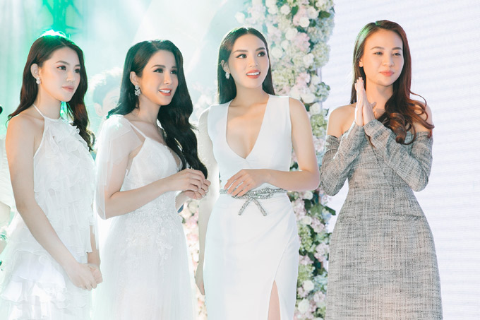 Hoa hậu Kỳ Duyên, Jolie Nguyễn, Đàm Thu Trang cùng cô dâu Diệp Lâm Anh đứng lẫn vào nhau, chờ chú rể tới chọn vợ.