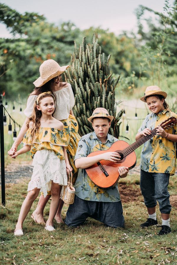 Sau khi cùng 3 con xuất hiện tại một sự kiện cách đây không lâu, 4 mẹ con Ngọc Nga được mời chụp bộ ảnh mới.