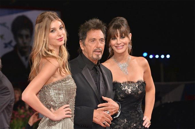 Camila tới thảm đỏ liên hoan phim cùng mẹ và bố dượng - tài tử Al Pacino.