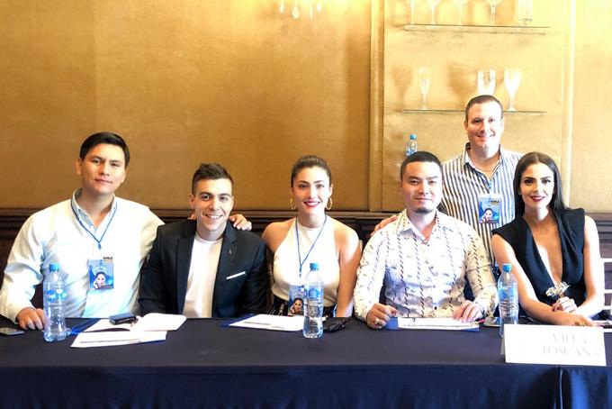 Nhà thiết kế Đức Vincie (thứ tư từ trái sang) cùng các giám khảo hoa hậu Mexico 2018.