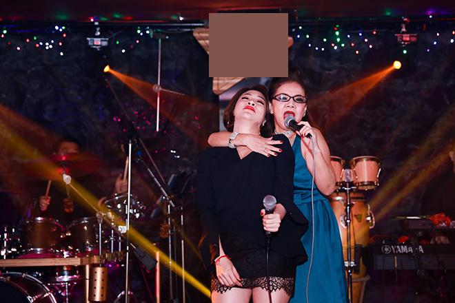 Pha Lê hát cùng ca sĩ Bích Phương - mẹ của Kasim. Họ được nhận xét là có cá tính mạnh mẽ giống nhau.