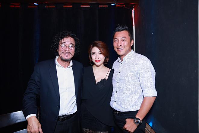 Ca sĩ Khắc Triệu (trái) cũng góp giọng trong chương trình.