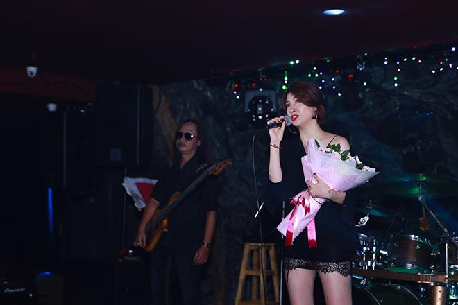 Là một ca sĩ từng tích cực ra mắt sản phẩm, nhưng thời điểm này Pha Lê lại khá thận trọng. Theo cô, showbiz đang loạn nên không dại ra MV hay ca khúc mới, sẽ bị dập tắt trong một nốt nhạc, tốn công tốn sức đầu tư. Năm 2018, Pha Lê sẽ tập trung kinh doanh nhiều hơn và muốn trở thành mẹ đơn thân.