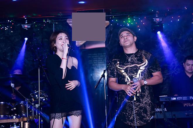 Điểm nhấn của đêm nhạc là màn song ca bất ngờ giữa Pha Lê và Kasim Hoàng Vũ. Pha Lê tâm sự: Kasim là mộtngười anh rất thân thiết với tôiở ngoài đời, nhưng vì chúng tôi theo đuổi hai dòng nhạc khác nhau nên chưa có cơ hội hợp tác. Tuy nhiên, chúng tôi luôn song hành và ủng hộ nhau trong cuộc sống cũng như trong công việc.